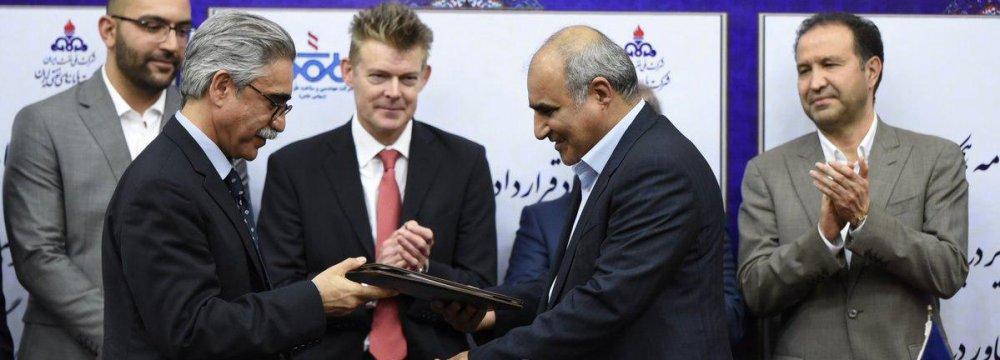 Iran, UK Sign Energy Deals
