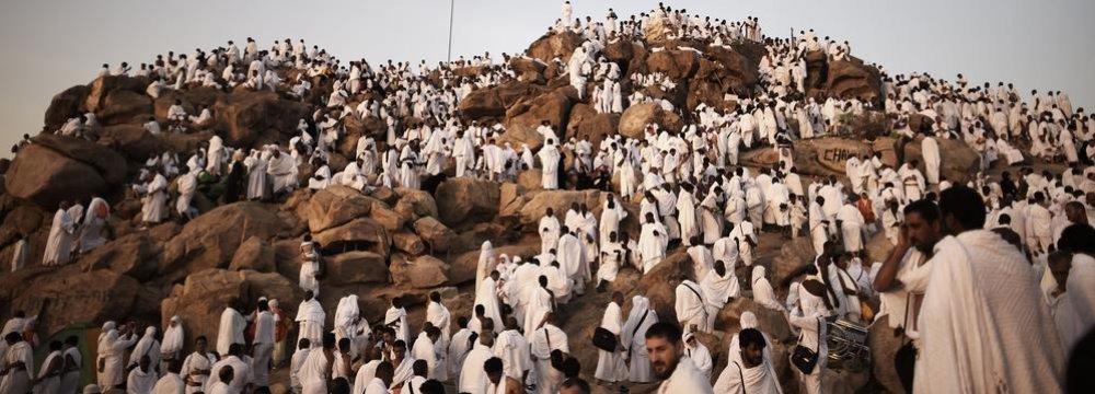 Qatar Says Saudi Rulers Politicizing Hajj