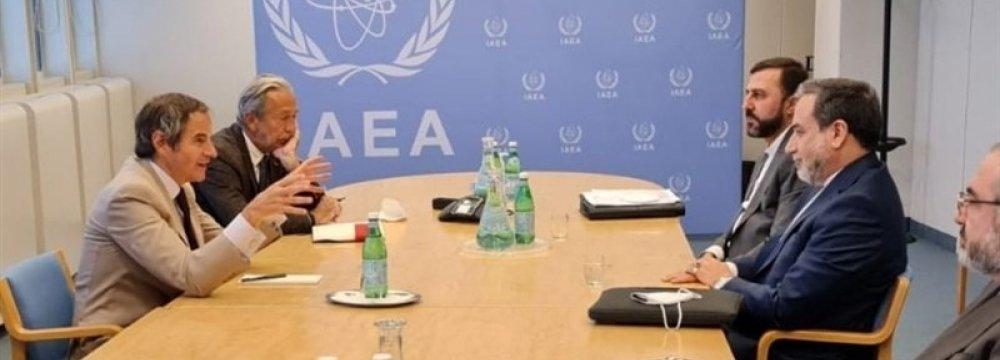 Araqchi Meets IAEA Chief in Vienna