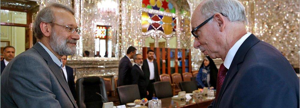 Lauding Iran's Regional Role,  EU Seeks to Broaden Relations