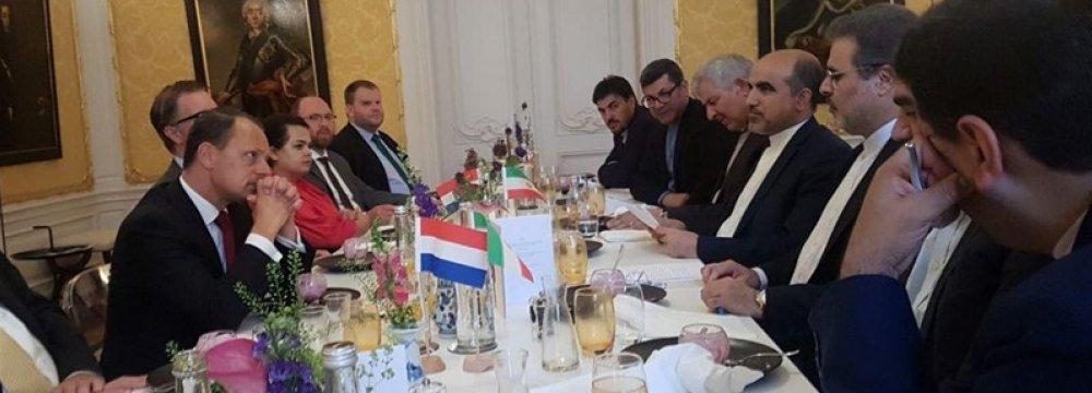 Consular Talks With Dutch Diplomats