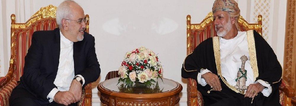 Zarif Confers With Yusuf bin Alawi in Muscat