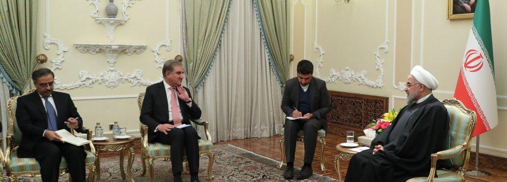Pakistani FM Hails Iran's Preference for Peace