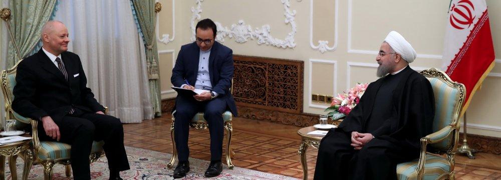 Ambassadors Urged to Promote Int'l Ties