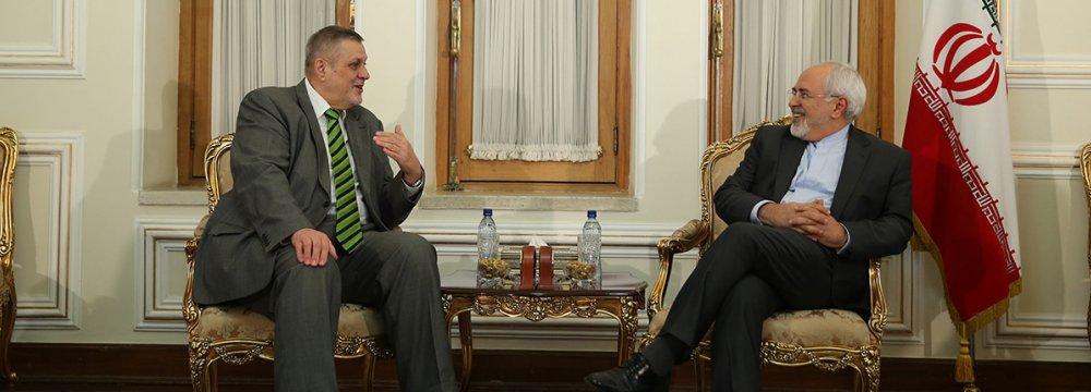 Zarif, UN Envoy Discuss Region