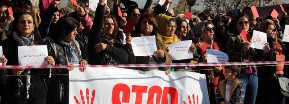 Kurdish Protesters Set Fire to KDP, PUK Offices in Iraqi Kurdistan