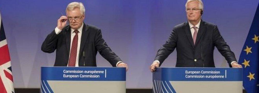 David Davis, (L) and Michel Barnier