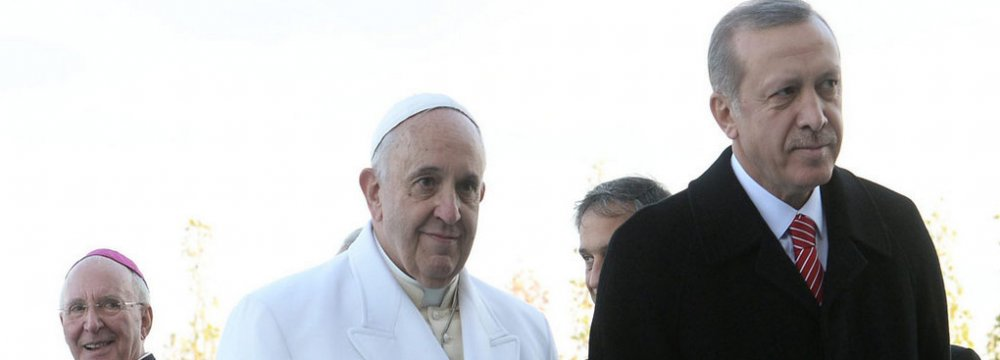 Erdogan Confers With Pope in Rome