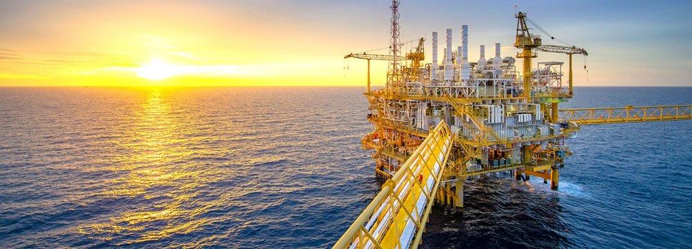 US Oil Output to Peak