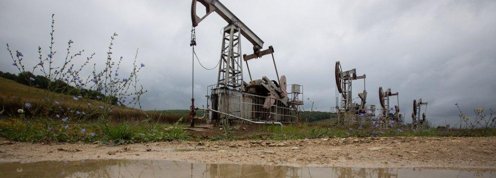 Oil Falls as Virus Cases Rise