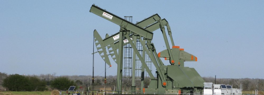 Oil Heading for Biggest  Weekly Fall in Months