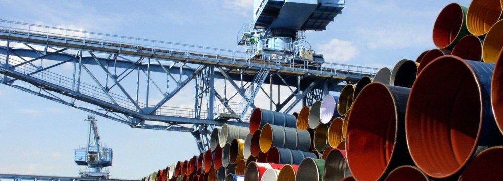 Brent, WTI Prices Drop Amid Supply Glut