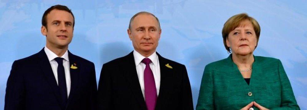 German Chancellor Angela Merkel (R), Russian President Vladimir Putin (C) and French President Emmanuel Macron
