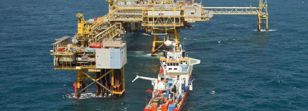 Zanganeh: Saudi Arabia, Russia Cannot Replace Iranian Crude