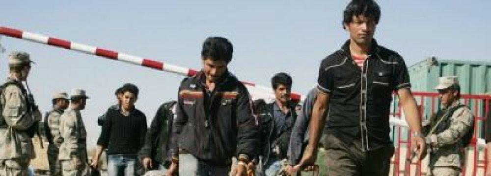 185,000 Afghan Refugees Return Home in Jan.-June