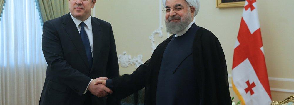 Georgian Prime Minister Giorgi Kvirikashvili (L) shakes hands with President Hassan Rouhani in Tehran on April 22.