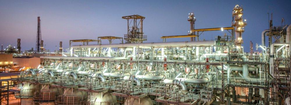 Riyadh Assures Investors Aramco Listing on Track