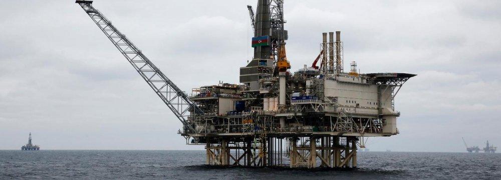 Azeri Oil, Gas Output Falls