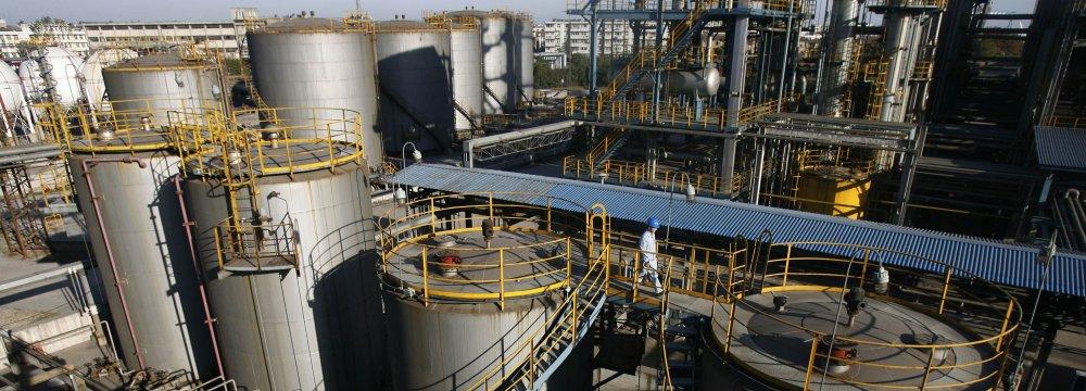 China Oil Throughput Hits Record