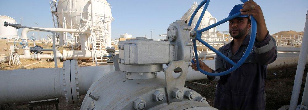 Iran, Iraq Sign Oil Swap Agreement