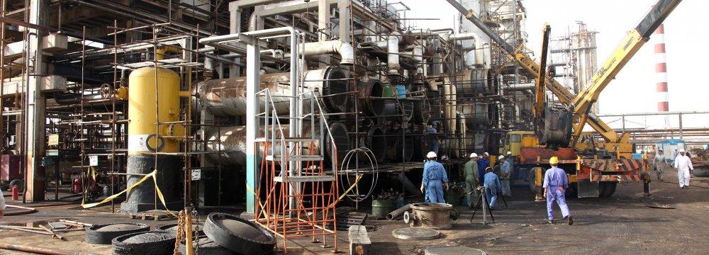 Iraq Begins Rebuilding Largest Crude Refinery