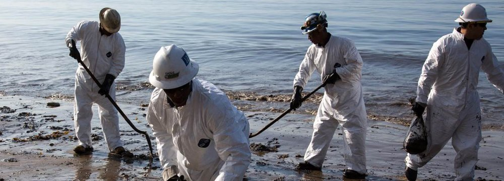 Kuwait Says Crude Spills Contained