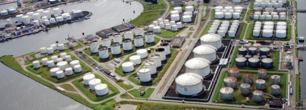 Russia, Saudi Arabia Expect Crude Inventories to Ease
