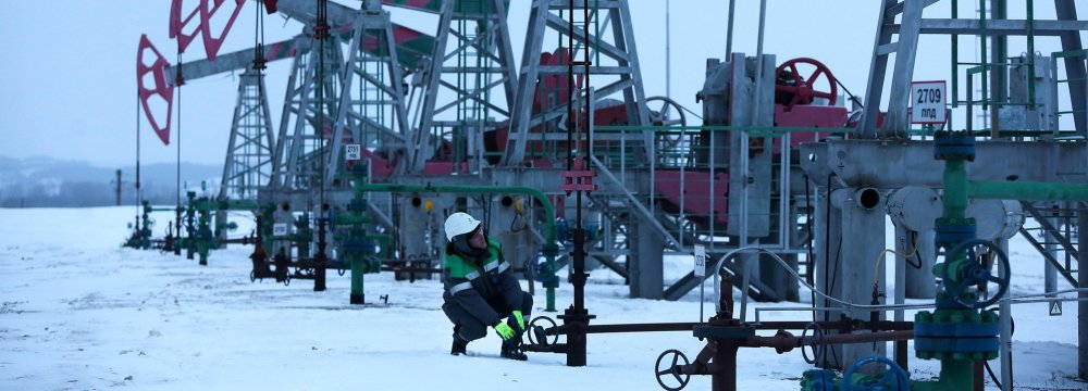 Russia Oil Output Declines