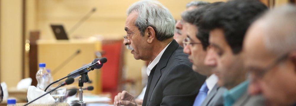 Gholamhossein Shafei addresses a meeting at ICCIMA's headquarters in Tehran on Jan. 14. (Photo: Bahareh Taghiabadi)