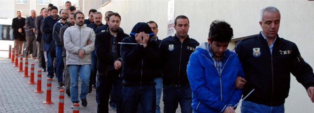 Turkey Detains 1,000 Over Gulen Links