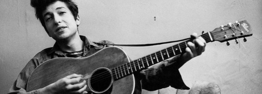 Dylan's Guitar Sold for $400,000