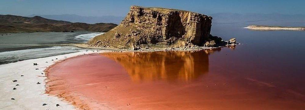 Foreign Fund Talks Over Urmia Lake Restoration