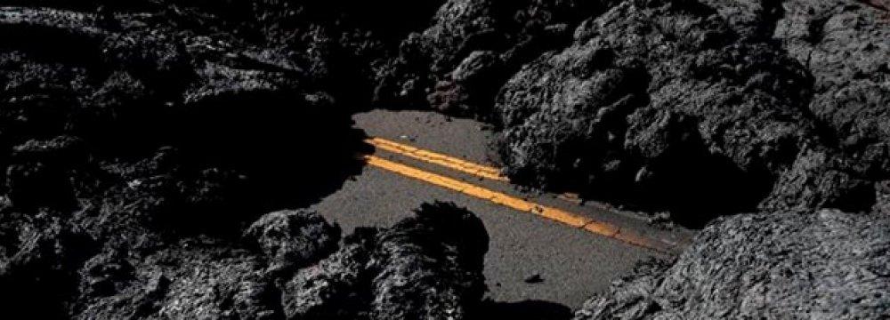 Hawaii Officials Welcome Visitors Despite Volcano