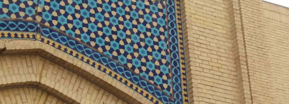 Photo from April 7 shows a crack on the entrance of the bazaar in Mashhad, next to the Shrine of Imam Reza (PBUH).