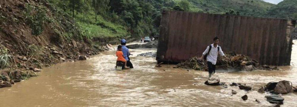 7 Killed in Vietnam Flood, Landslide