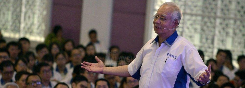 Najib Says Malaysia Reserves at $100 Billion