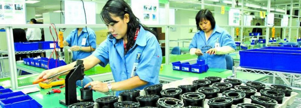 Singapore Factory Output Rises 13%