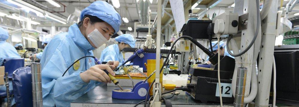 Singapore Economy Grows, But Risks Persist