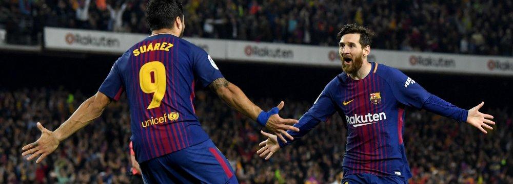 Lionel Messi (R) and Luis Suarez