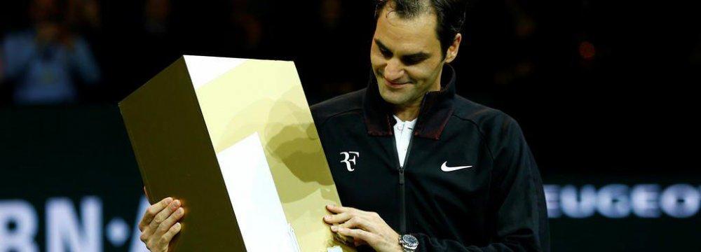 Federer Reclaims  World Top Rank