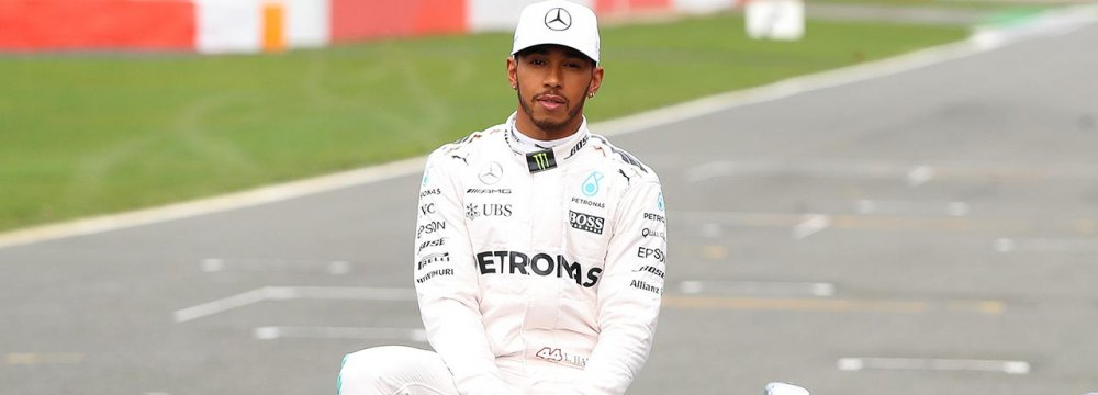 Hamilton First in F1 Poll