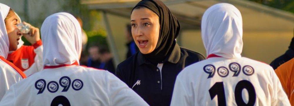 Katayoun Khosrowyar trains the U19 team.