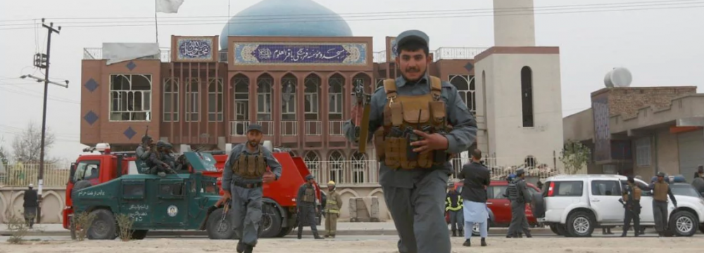 Afghan policemen arrive at the scene of a suicide attack in Kabul in Nov. 2016. (File Photo)