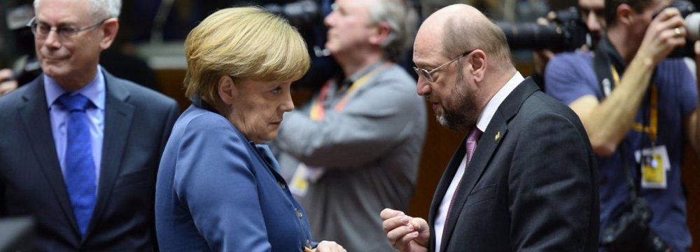 Martin Schulz (R) and Angela Merkel