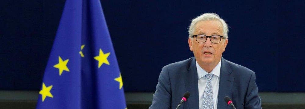 Juncker: EU Must Grasp World Role as US Retreats