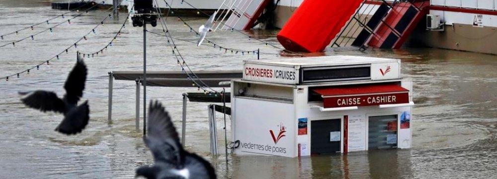 River Seine Bursts Banks, Hundreds Evacuated
