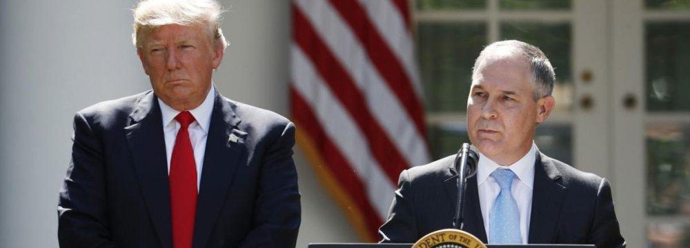 Donald Trump (L) and Scott Pruitt (File Photo)