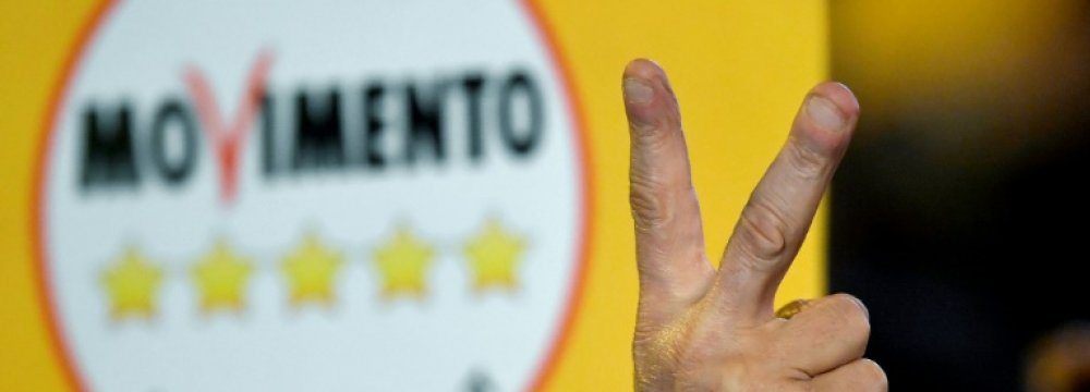 Italians Queue for Free Cash Promised by Five Star