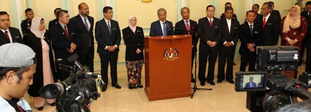 Mahathir Seeks to Cut National Debt of 65% of GDP