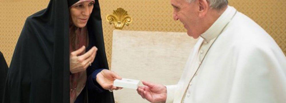 Molaverdi Meets Pope in Vatican